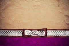 Rocznika tło z purpura papierem obrazy stock