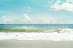 Rocznika tropikalny plażowy seascape w lecie Obraz Stock
