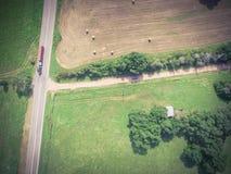 Rocznika widoku Teksas ziemi uprawnej prerii pola beli siano na słonecznym dniu Zdjęcia Stock