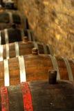 Rocznika wina baryłka w lochu Zdjęcia Stock