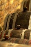 Rocznika wina baryłka w lochu Obraz Stock