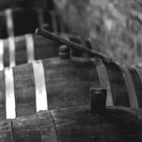 Rocznika wina baryłka w lochu Fotografia Stock