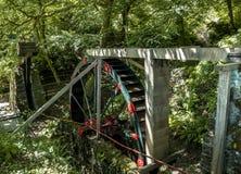 Rocznika wodny koło używał biegać Cornwalls stare Blaszane kopalnie Cornwall, Anglia, UK zdjęcie royalty free