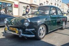 Rocznika wolkswagen na weteranów samochodów spotykać obraz royalty free
