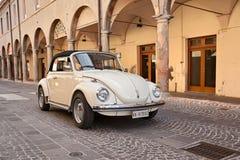 Rocznika wolkswagena samochodowy typ - 1 ściga zdjęcia royalty free