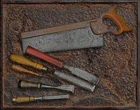 Rocznika woodworking narzędzia nad talerzem obraz stock