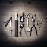 Rocznika wyposażenie fryzjer męski na drewnianym tle Fotografia Royalty Free