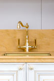 Rocznika złota Okrzesany Kuchenny Faucet Zdjęcie Royalty Free