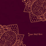 Rocznika zaproszenie osacza na grunge tle z koronkowym ornamentem, szablon ramy projekt dla karty z teksturą zmięty papier royalty ilustracja