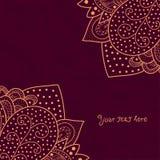 Rocznika zaproszenie osacza na grunge tle z koronkowym ornamentem, szablon ramy projekt dla karty z teksturą zmięty papier Obraz Royalty Free