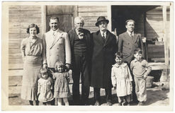 Rocznika zdjęcie: Zjazdów Rodzinnych mężczyzna kobiet dzieci 1930s Fotografia Stock