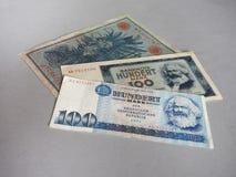 Roczniki wycofujący banknoty DDR i Niemiecki imperium zdjęcie stock