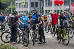 Roczny wiosny miasta kolarstwa wakacje i kolarstwo przez ulic miasto Zdjęcia Stock