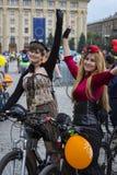 Roczny wiosny miasta kolarstwa wakacje i kolarstwo przez ulic miasto Fotografia Stock