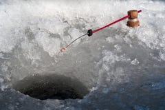 Rod em um furo do gelo Imagens de Stock Royalty Free