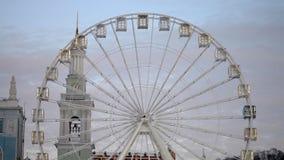 Roda branca da vista no centro da cidade filme