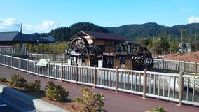 Roda d'água de madeira dobro raros em Japão Imagens de Stock