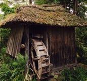 Roda de água abandonada encontrada em Toyama Japão imagem de stock