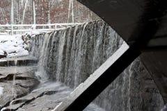 Roda de água da lagoa do moinho de Yates com cachoeira Fotos de Stock