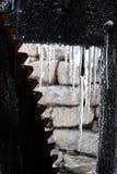Roda de água da lagoa do moinho de Yates com sincelos Fotos de Stock