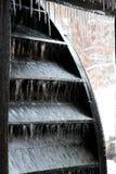 Roda de água da lagoa do moinho de Yates com sincelos Foto de Stock Royalty Free