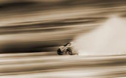Roda de carro desportivo que deriva e que fuma na trilha Conceito do esporte, Foto de Stock