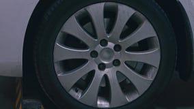 Roda de carro em um close up automobil?stico filme