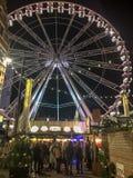Roda de Christmass no mercado de Christmass da cidade europeia foto de stock