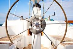 Roda de direcção no barco Fotografia de Stock