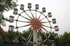 Roda de Ferris contra o céu Fotografia de Stock