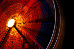 Roda de Ferris de funcionamento na noite Fotos de Stock Royalty Free