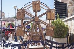 Roda de ferris de madeira posta ser humano Imagem de Stock Royalty Free