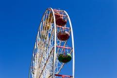 Roda de Ferris em um parque de diversões foto de stock