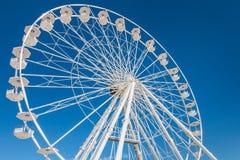 Roda de ferris grande no céu azul Foto de Stock Royalty Free