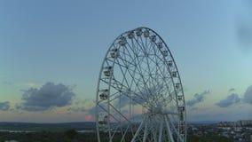 Roda de Ferris na praia vídeos de arquivo