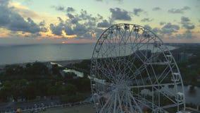 Roda de Ferris na praia video estoque