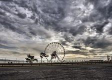 Roda de Ferris no bulevar do mar em Baku Azerbaijan imagem de stock