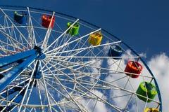 Roda de Ferris no céu azul Imagens de Stock Royalty Free