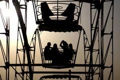 Roda de Ferris no por do sol Imagens de Stock Royalty Free