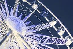 Roda de Ferris no recinto de diversão na noite Imagens de Stock