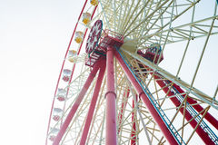 Roda de Ferris sobre o céu azul Fotos de Stock Royalty Free