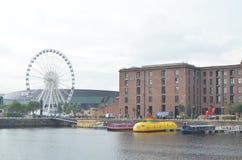 Roda de Liverpool em Albert Dock do rio Mersey em Liverpool, Inglaterra Foto de Stock Royalty Free