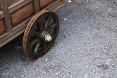 Roda de madeira do carrinho de mão Fotografia de Stock Royalty Free