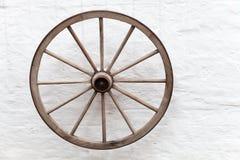 Roda de madeira velha do carro Fotografia de Stock Royalty Free