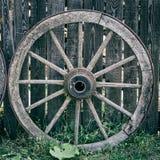 Roda de madeira velha do carro Imagem de Stock Royalty Free