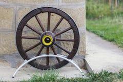 Roda de madeira velha do carro Foto de Stock Royalty Free