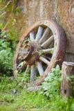 roda de madeira velha do vintage do carro fotografia de stock royalty free