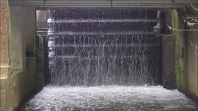 Roda de moinho velha da água em Limburgo video estoque
