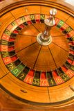 Roda de roleta redonda, de madeira com números em torno da roda Fotografia de Stock