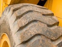 Roda de um carregador pesado do edifício Fotos de Stock Royalty Free